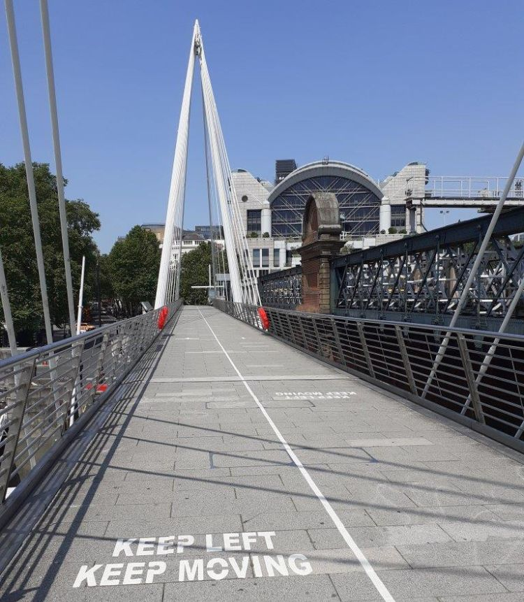 Social distancing at Hungerford Bridge